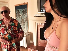Hot babe picks up a dude on vacation