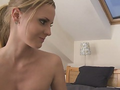 AFter a nicebath Candice is not shy to suck some cock