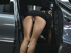 Hot pornstar needs a quick car fix