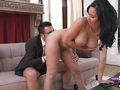 Milf gets a in home BrazVac service salesman to screw