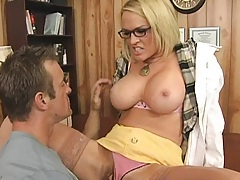 Dr lynn cures her patient with her huge tits and great bj