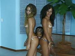 Threesome with lesbian latina chicks Luana and Mayara