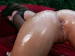 Casey Cumz shows off a nice oily milf ass outdoors