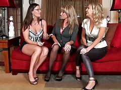 Brianna Ray with Sarah Jackson having a milf lesbian party