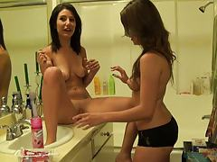 Teen bff Missi and Jenna shaving pussy