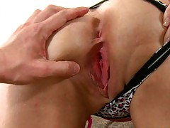 Cumfiesta hottie lets her pussy get fingered