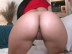 Naked round ass latina goes for cock to suck