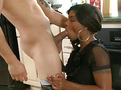 Blowjob from ebony Deerida on her knees